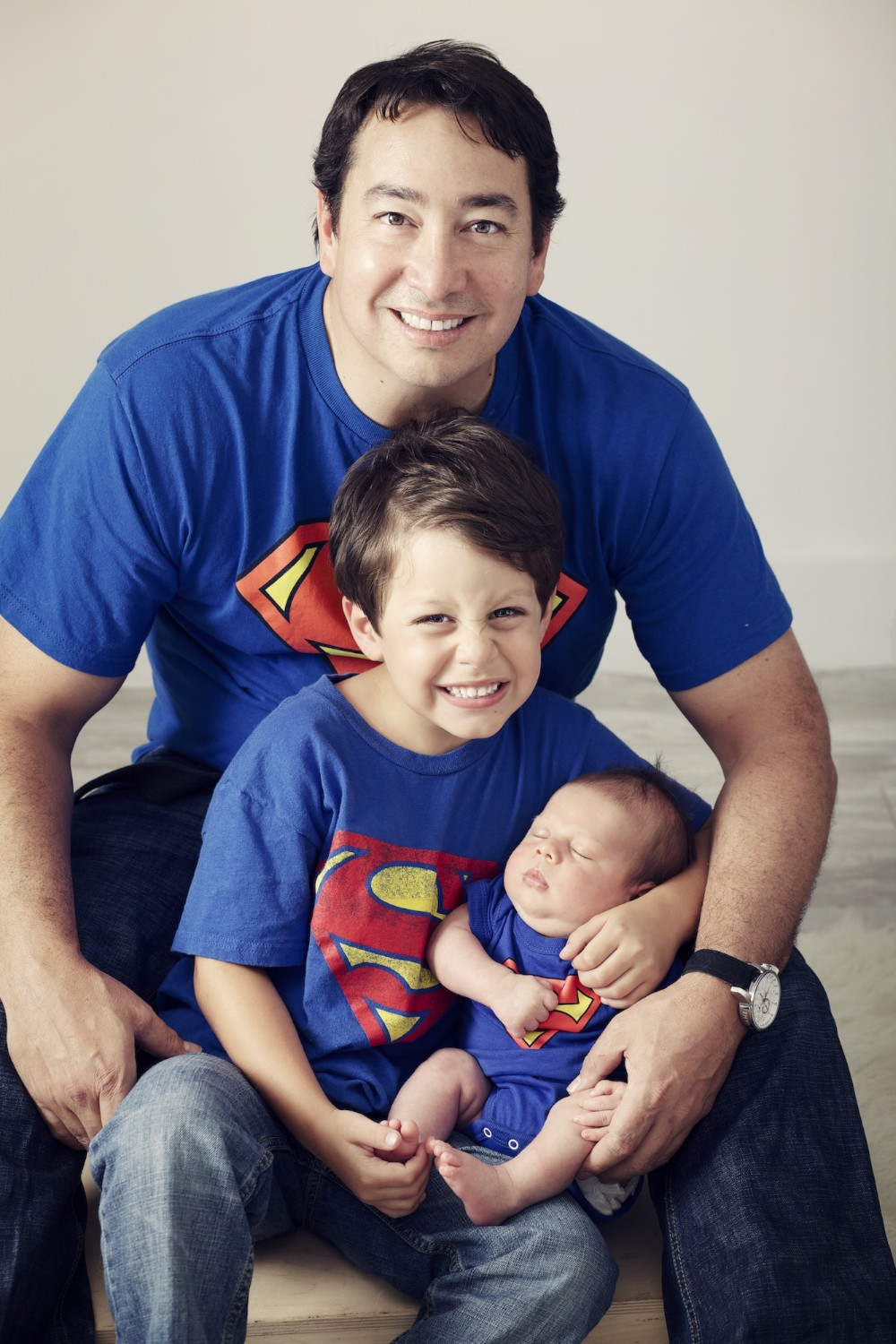 family_miami_portraits_baby_newborn_dad_brother_superman