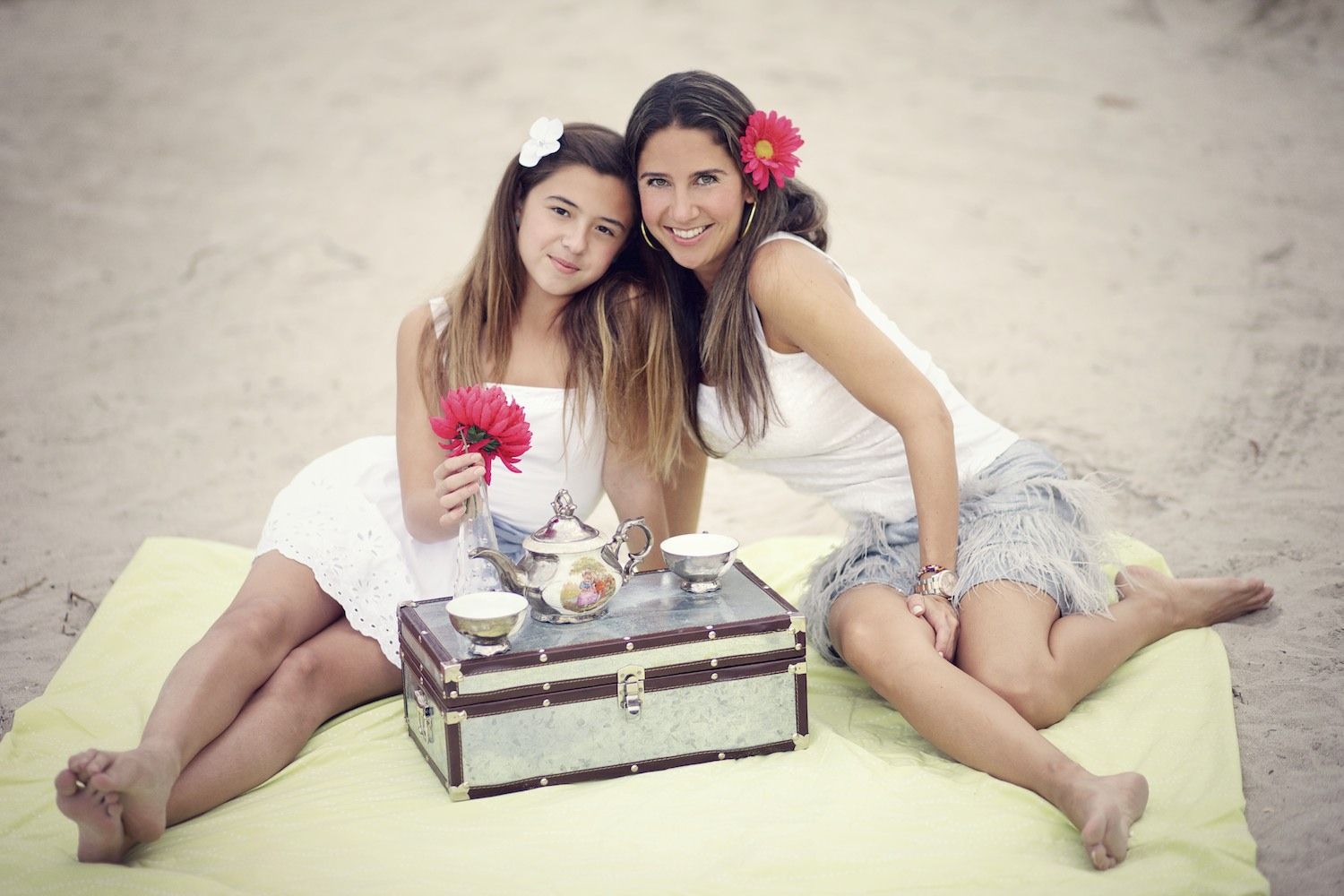 family_miami_portraits_beach_picnic