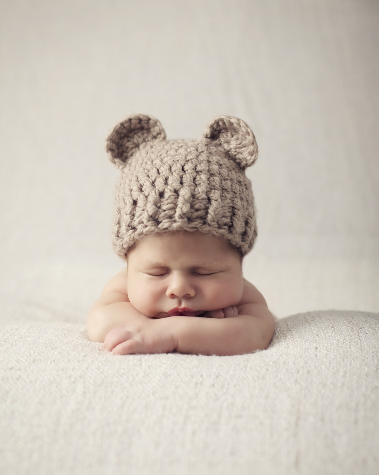 newborn_photographer_miami_boy_teddy_bear_hat