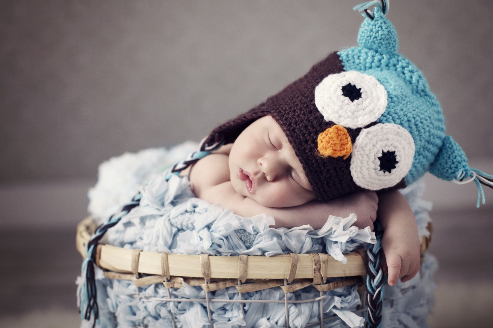 newborn_photographer_miami_boy_with_owl_hat