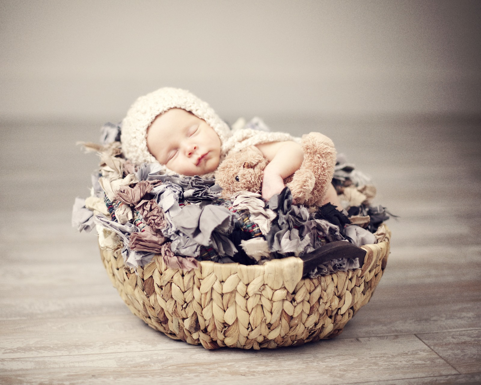 newborn_potographer_miami_in_a_nest